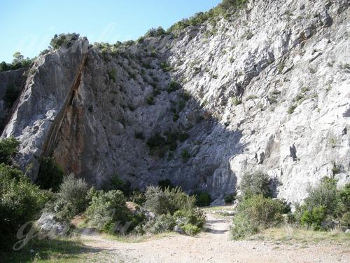 Parete Gialla E Grigia : Falesia: Monsummano (Monsummano Terme ...